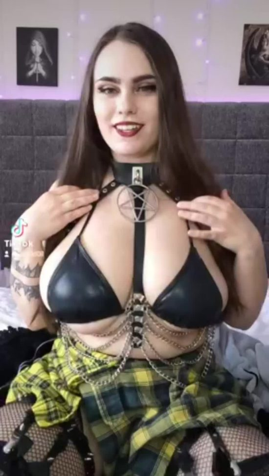 laheldoll huge titty dropping