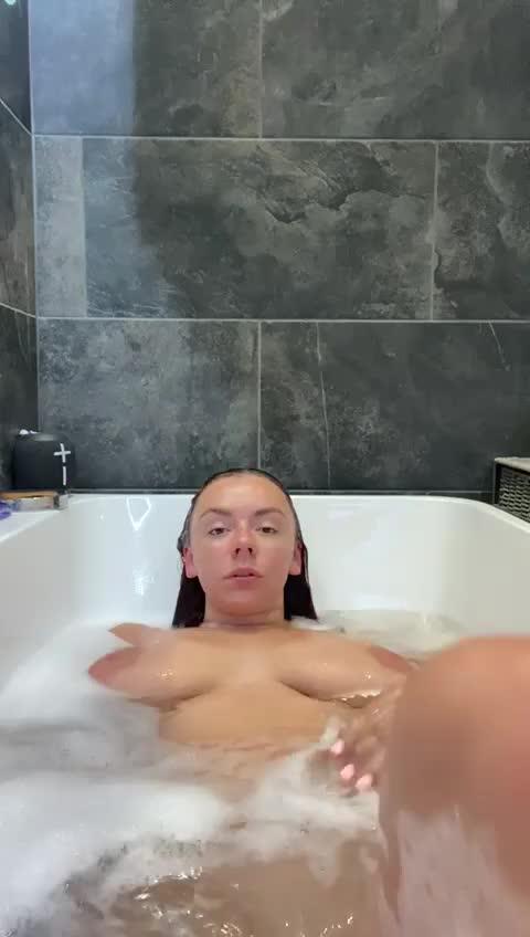 mayyy22 wet body ready to stretch